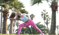 5 tư thế yoga giúp cô dâu thon gọn, săn chắc