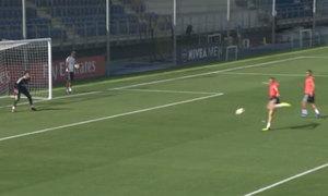 Benzema ghi tuyệt phẩm khiến thủ môn đứng bất động trên sân tập