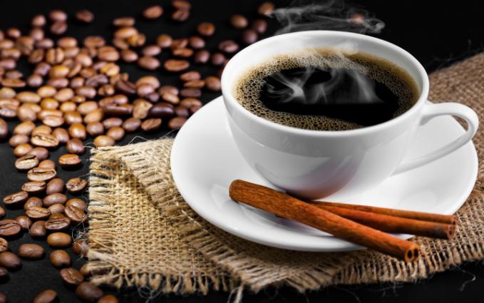 Thêmquế vào cà phê giúp giảm lượng đường trong máu và hỗ trợ điều chỉnh cholesterol.
