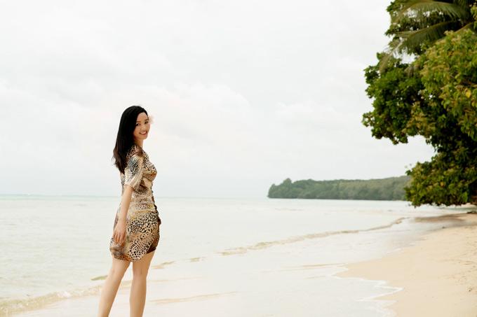 Mỹ nhân quê Phú Thọ thích thú dạo chơi, ngắm cảnh biển hoang sơ của Palau.