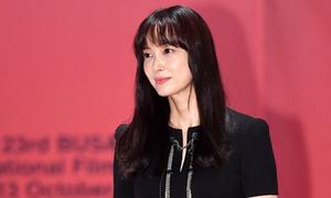 Vợ Won Bin đẹp nổi trội dù phục trang giản dị