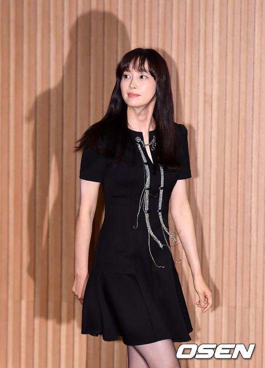 Chiều 4/9, Lee Na Young dựbuổi họp báo giới thiệu bộ phim mới Beautiful Days, sự kiện trong khuôn khổ chuỗi hoạt động củaLiên hoan phim quốc tế Busan lần thứ 23,được tổ chức tại hội trường quốc tế của Phòng Thương mại và Công nghiệp Hàn Quốc .