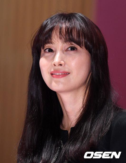 Theo một thống kê mới đây, cát-xê đóng quảng cáo của Won Bin từ 600-700 triệu won cho một nhãn hiệu. Tổng thu nhập của anh trong 8 năm không đóng phim vẫn khoảng 24 tỷ won (21,3 triệu USD). Trên trang Nate, các khán giả bình luận rằng như vậy, chẳng cần đóng phim, vợ chồng ngôi sao Hàn vẫn no ấm cả đời.