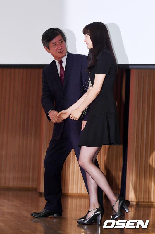 Lee Na Young xinh đẹp rạng rỡ tại buổi họp báo.