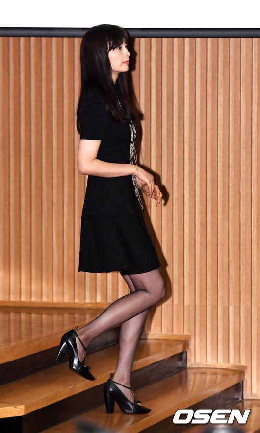 Vợ Won Bin đẹp nổi trội dù phục trang giản dị - 7