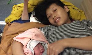 Sản phụ sinh con nặng 3 kg trên tàu qua đèo Hải Vân