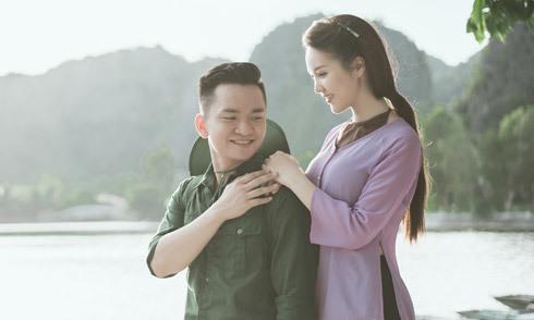 Á hậu Thụy Vân hát dân ca cùng MC Hạnh Phúc