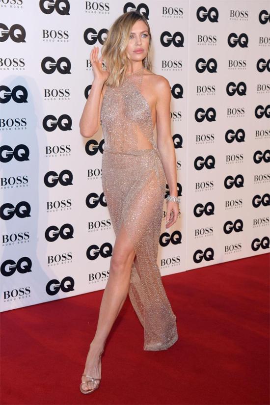 Nhiều người đẹp khác đua vẻ sexy trong lễ trao giải tối qua như người mẫu Abbey Clancy.