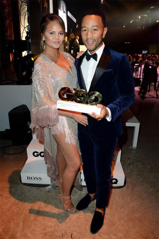 Người mẫu Chrissy Teigen đến cùng chồng - ca sĩ John Legend.