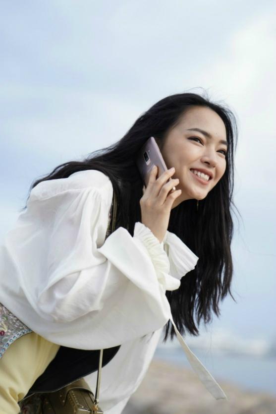 Samsung Pay tích hợp thẻ ngân hàng, thẻ thành viên, tích điểm giúp mọi giao dịch được thanh toán nhanh chóng, tiện lợi ngay cả ở nước ngoài.
