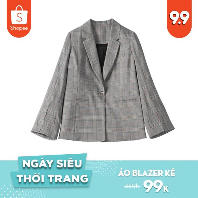 Một trong những món đồ không thể thiếu trong tủ đồ của các cô gái là áo blazer kẻ. Chiếc áo không bao giờ lỗi mốt, dễ mix đồ và cực hợp với thời tiết giao mùa. Thay vì phải trả đến 350.000 đồng, vào ngày Siêu thời trang bạn có thể mua chiếc áo này với giá chỉ 99.000 đồng.