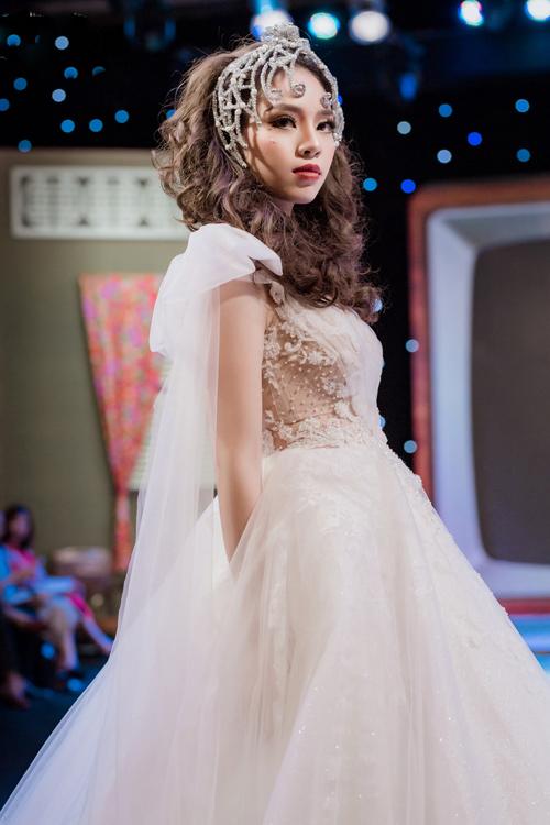 Á hậu Thư Dung và dàn hotgirl đẹp kiêu sa trong váy cưới lấy cảm hứng từ 12 cung hoàng đạo - 3