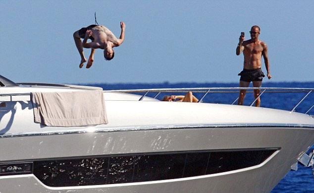 ...từ trên du thuyền...