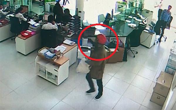 Hai kẻ nổ súng cướp ngân hàng trong hai phút ở Khánh Hòa