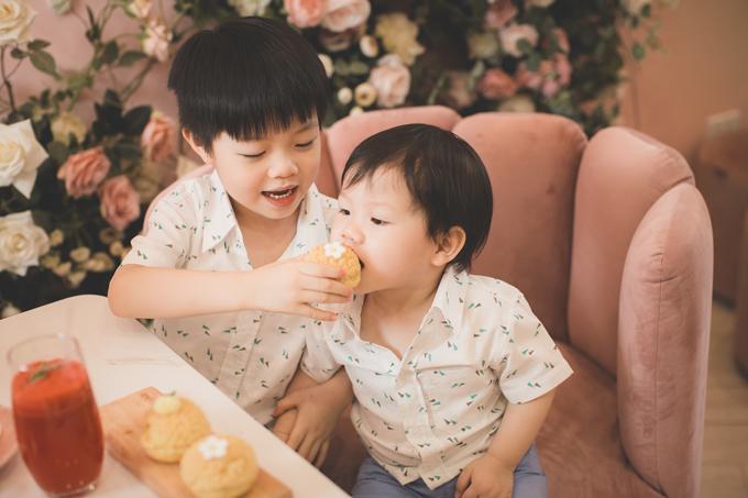 Hoa hậu Áo dài Phí Thuỳ Linh khoe hai con trai kháu khỉnh - 10