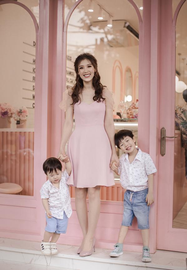 Hoa hậu Áo dài Phí Thuỳ Linh khoe hai con trai kháu khỉnh - 1