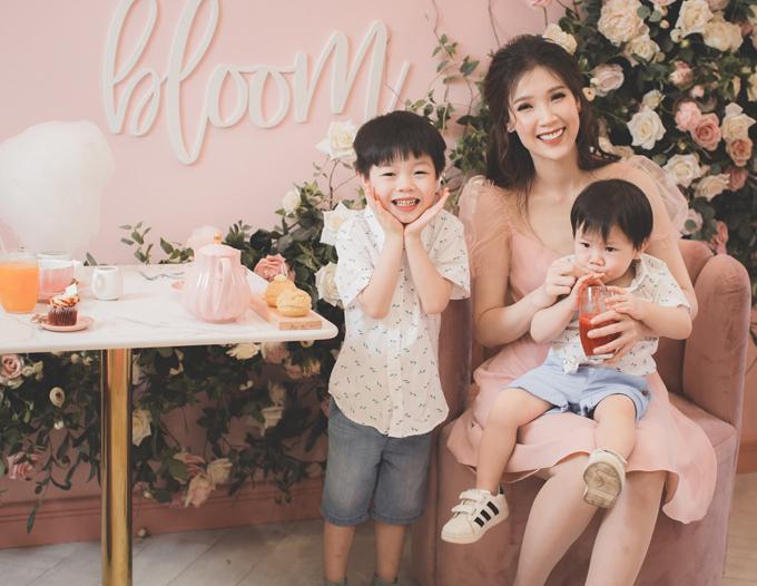 Hoa hậu Áo dài Phí Thuỳ Linh khoe hai con trai kháu khỉnh - 11