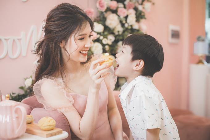 Hoa hậu Áo dài Phí Thuỳ Linh khoe hai con trai kháu khỉnh - 3