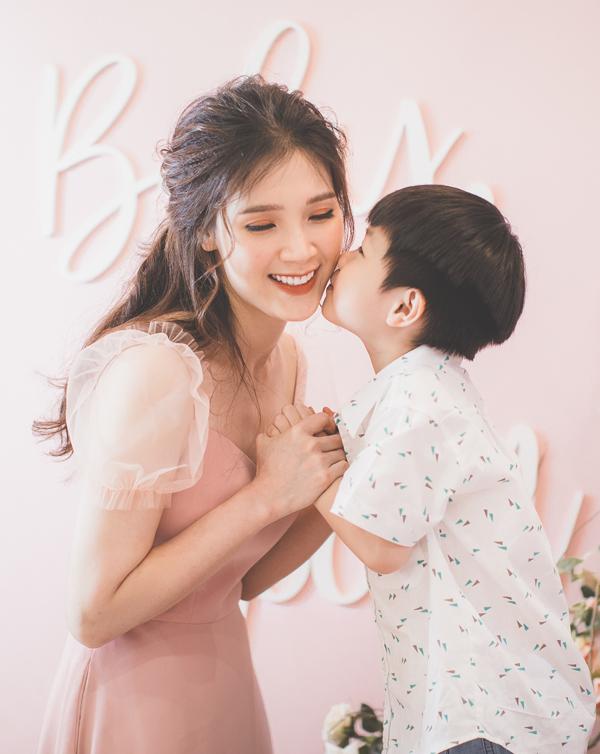 Hoa hậu Áo dài Phí Thuỳ Linh khoe hai con trai kháu khỉnh - 4