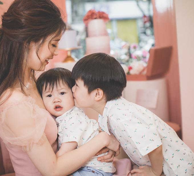 Hoa hậu Áo dài Phí Thuỳ Linh khoe hai con trai kháu khỉnh - 7
