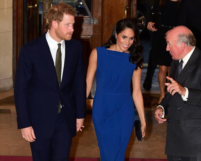 Tiếp đón vợ chồng hoàng gia Anh là cựu chỉ huy quân đội Lord Dannatt - người chịu trách nhiệm cá nhân cho Harry ở Afghanistan. Lord Dannatt và vợ cũng từng là khách mời dự đám cưới của Harry và Meghan hồi tháng 5 tại lâu đài Windsor.