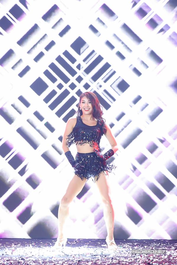 Bản sao Hoa hậu Jennifer Phạm nhảy sôi động với hit của Chi Pu - 4