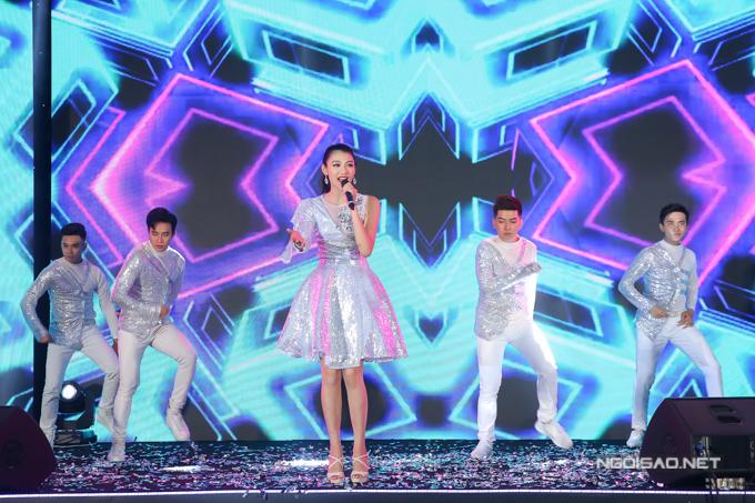 Bản sao Hoa hậu Jennifer Phạm nhảy sôi động với hit của Chi Pu - 5
