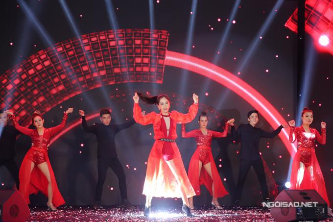 Bản sao Hoa hậu Jennifer Phạm nhảy sôi động với hit của Chi Pu - 1