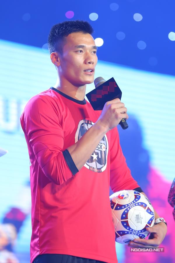 Sự nghiệp của Bùi Tiến Dũngtỏa sáng sau giải vô địch U23 châu Á 2018. Cuộc sống của anh và gia đình thay đổi, trở nên sung túc hơn trước rất nhiều.