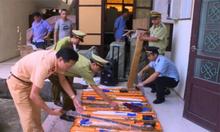 Tài xế xe tải chở hàng chục thanh kiếm bị phạt hơn 22 triệu đồng