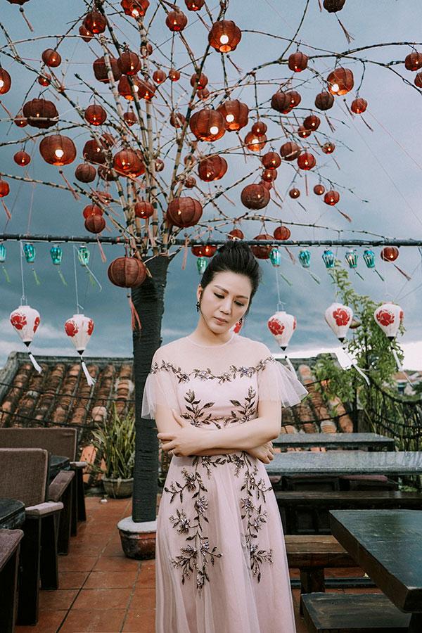 Cảm xúc yêu là sáng tác được Đỗ Bảo dành riêng cho Đinh Hiền Anh trong lần thử sứcvới nhạc trẻ.