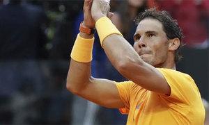 Nadal diễn tuyệt kỹ lấy bóng tennis bằng chân