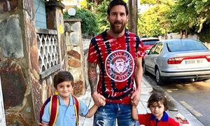 Messi đưa hai con trai đến trường ngày khai giảng