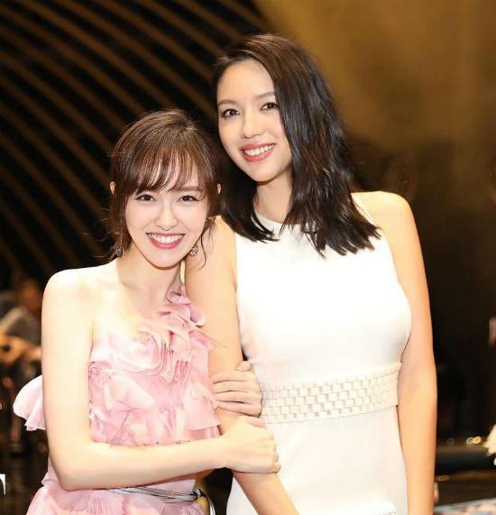Đường Yên dù cao 173 cm nhưng vẫn bé bỏngbên Hoa hậu Trương Tử Lâm.
