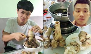 Văn Thanh quay video 'dìm hàng' Công Phượng ăn như 'chết đói'