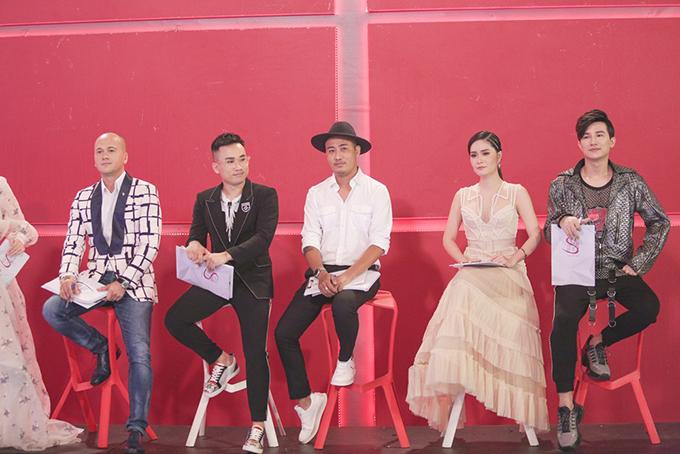 Trong phần hai của tập 4, các thí sinh còn lại của Siêu mẫu VN 2018 cùng bước vàothử tháchlựa chọn vedette và first Face cho các bộ sưu tập đến từ các nhà thiết kếnổi tiếng như Thuỷ Nguyễn, Hà Duy, Bảo Bảo,Patrick Phạm.