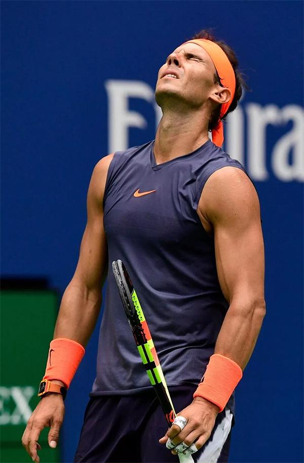 Cố gắng tiếp tục thi đấu nhưng do không có được thể trạng tốt nhất, tay vợt người Tây Ban Nha để thua 6-7sau loạt tie-break.