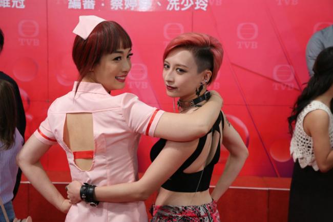 Giang Mỹ Nghi ăn mặc phong cách cosplay nữ y tá sexykhi dự buổi ra mắt phim hồi tháng 8.