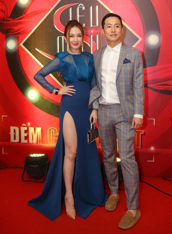 Hot girl Kelly Nguyễn đi sự kiện cùng bạn trai người Hàn Quốc.