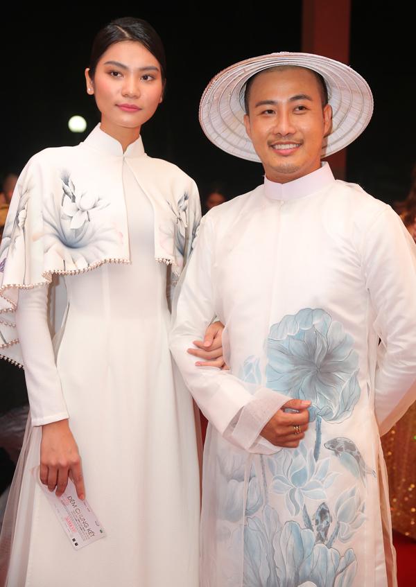 Nhà thiết kế Bảo Bảo sánh đôi quán quân Vietnams Next Top Model Kim Dung.