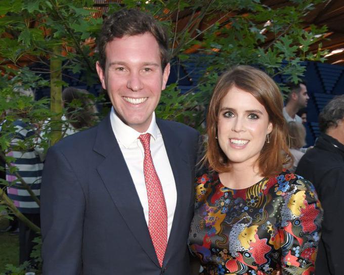 Vị hôn phu Jack Brooksbank và Công chúa Eugenie chụp ảnh chung tại một sự kiện hoàng gia. Ảnh: Finance.Yahoo