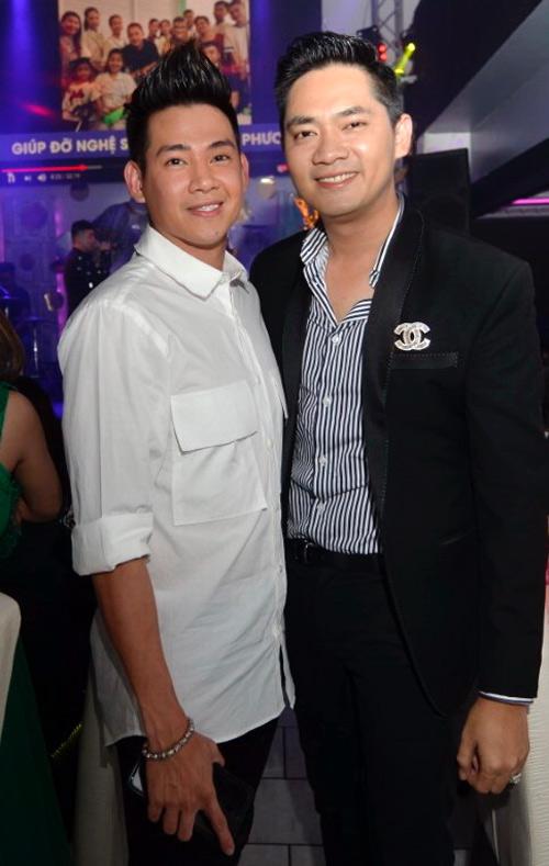 Phùng Ngọc Huy xuất hiện trong đêm nhạc Tình nghệ sĩ tại Mỹ, cuối tuần qua. Chương trình do ca sĩ Minh Luân đứng ra vận động anh em đồng nghiệp cùng tổ chức để ủng hộ diễn viên Mai Phương và nghệ sĩ Lê Bình chữa bệnhung thư phổi.
