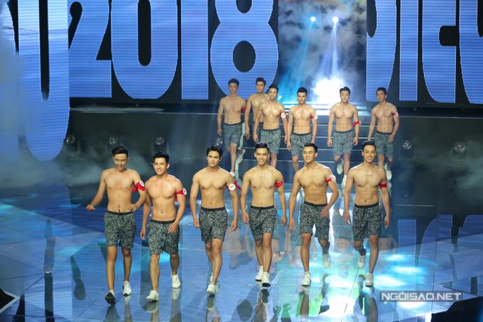 Ở mùa giải năm nay, các thí sinh nam diện short ngắn thay vì trang phục đồ bơi như các mùa giải cũ.