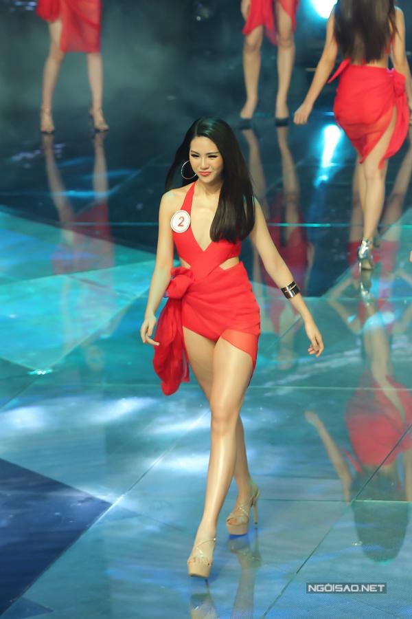 Quỳnh Hoa sinh năm 1998, cô có khuôn mặt sáng sân khấu và nổi bật trong dàn thí sinh nữ. Siêu mẫu có chiềucao 172cm và số đo 3 vòng79-62-87.
