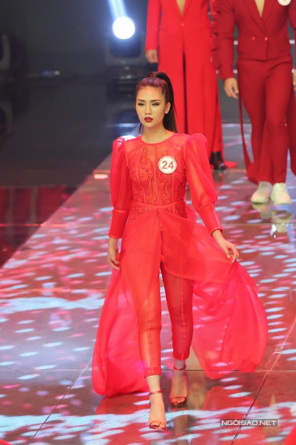 Xuất hiện trong đêm chung kết, các thí sinh thể hiện được phong cách catwalk chuyên nghiệp và đồng đều. Tuy nhiên các bộ sưu tập được chọn để trình diễn lại không được khán giả đánh giá cao về mặt thẩm mỹ.