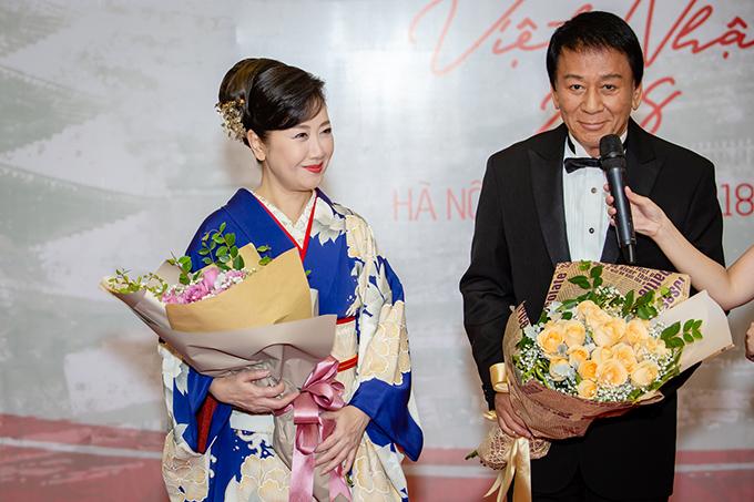 Nghệ sĩNatsuko Godai mặc kimono, đồng hành với ông xã, đại sứ đặc biệtViệt Nam - Nhật Bản, ôngRyotaro Sugi.
