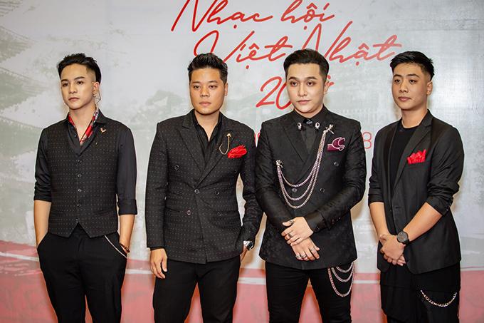 Rapper Weeza (bìa trái ) đi cùngDương Trần Nghĩa và Yanbi.