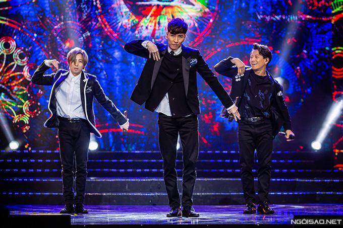 w-inds., nhóm nhạc thần tượng Nhật Bản cũng được khán giả Hà Nội cổ vũ nồng nhiệt khi tham gia chương trình. Nhóm nổi tiếng ở Nhật Bản, Hàn Quốc và một số nước châu Á khác.