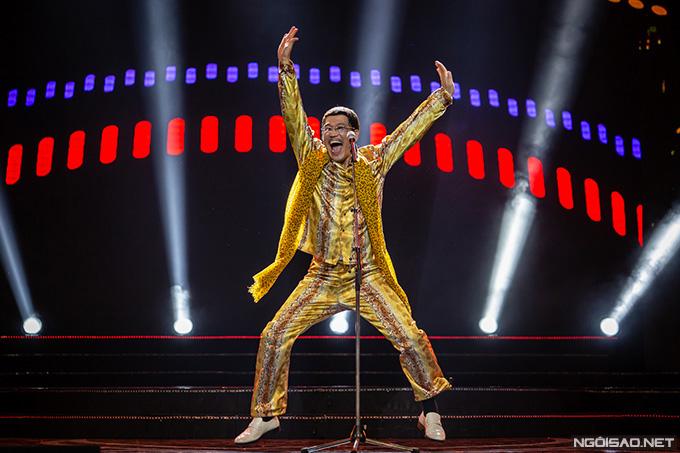 Trong đêm nhạc tối qua, Piko Taro diện bộ đồ họa tiết da báo quen thuộc, trình diễn ca khúc Pen Pinapple, Apple Pen, I Like Orange Juice, Neosunglasses. Nghệ sĩ người Nhật Bản nói chuyện hài hước, thể hiện vũ đạo độc đáo khiến khán giả phấn khích. Sau khi kết thúc 3 tiết mục biểu diễn, nhiều khán giả liên tục gọi tên Piko Taro, yêu cầu anh hát thêm. Nam ca sĩ sau đó bất ngờ trình diễn phiên bản đặc biệt của ca khúc Pen Pinapple, Apple Pen, nói về mối quan hệ hữu hảo của hai nước Việt Nam - Nhật Bản.