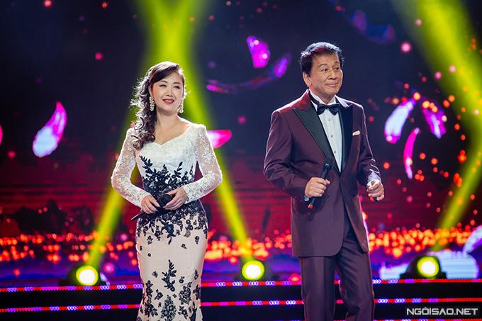 Vợ chồng nghệ sĩGodai Natsuko và Sugi Ryotaro song ca bài hát Angels. Trước đó, ca sĩGodai Natsuko được khán giả ủng hôn nhiệt tình khi soloHoa mộc tê. ÔngSugi Ryotaro là đại sứ đặc biệt Việt Nam - Nhật Bản, từng có nhiều năm sinh sống tại Việt Nam.